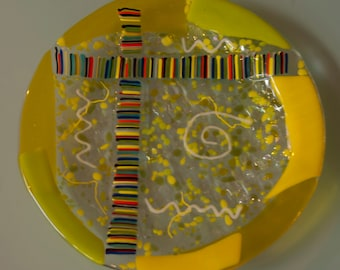 Yellow stripes and swirls fused glass plate