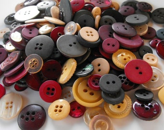 Vintage Christmas Buttons, 100 Bulk Assorted Round Multi Size Crafting Sewing Buttons
