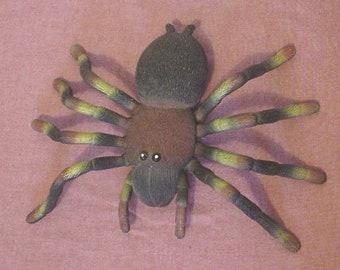 Vintage Solid Large Rubber Tarantula Spider Antenna Measurements 13 x 8 x 3 Inch Kid Boy Toy Yard Art Scary Decor Halloween Arachnid EC BIN