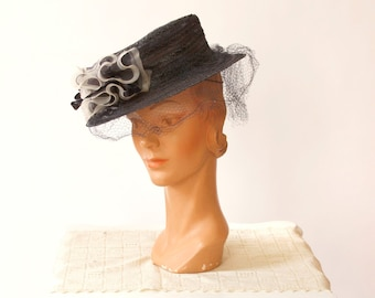 vintage 1940s hat <> 1940s straw hat <> 1940s mesh hat <> 40s black straw and mesh tilt hat