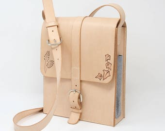 Leather shoulder bag, hand-stitched; decorated with countryside motifs and three small external pockets suitable for pens, pencils and cards