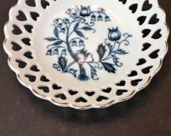 Blue Onion Design Reticulaed Hearts Porcelain Dish