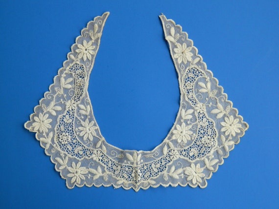 Ornate Vintage Mesh Lace Collar in Ivory