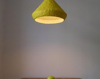Lámpara colgante Mizuko Verde, lampara de techo, lampara, papel mache, lámpara de papel maché, lámpara de papel, lámpara industrial, eco