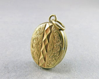 Old Locket Pendant Picture Locket In Gilt Metal Oval Locket Victorian Jewelry Antique Collectibles