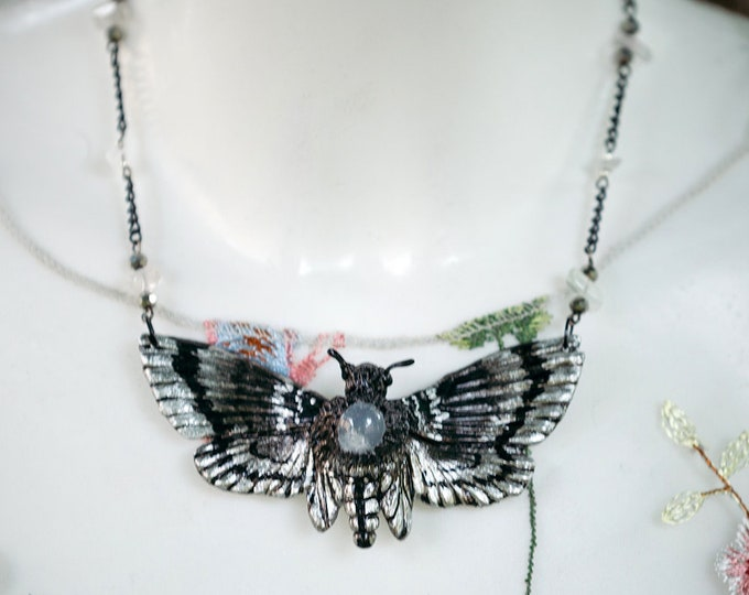 Wicca moth Black-silver with white-Durchsichiger Chalcedon