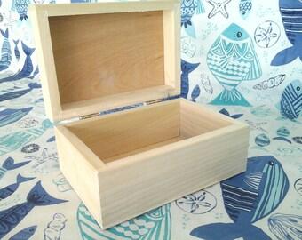 8 x 5.5 x 4 in. Unfinished poplar keepsake box, jewelry box,craft box or project box.(4 LN)