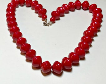 Vintage red necklace, red beaded necklace, 18.5 inches long, red plastic beads, cherry red bead necklace, lipstick red necklace 1980s