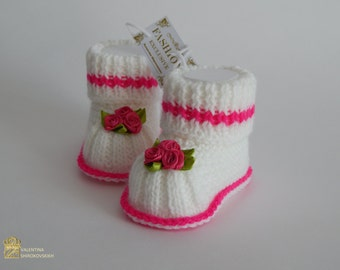 Knitted mary Jane baby booties. Baby girl booties Baby booties. Knitted baby booties. Crochet baby booties. Mary Jane booties.