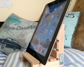 iPad stand pallet style