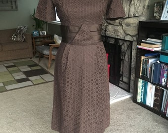 Gorgeous 1950's rich brown cotton eyelet wiggle dress, w/ silk waistband, size S/M, amazing condition!