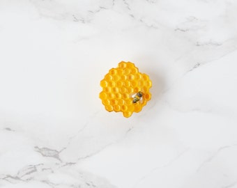 Honey comb Pin - yellow brooch - honey bee - polymer clay - hexagon shape - woodland jewelry - honey jewelry - honeycomb jewelry - clay food
