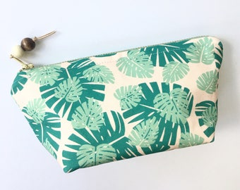 Tropical print essential oil Bag / Essential Oil Pouch, Oil Storage Bag, Essential Oil Travel Bag / Monstera Oil Bag / Green Oil Bag