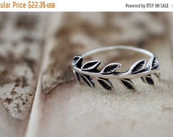 TAX Season Sale Nature. Sterling Silver mini leaf petite  Midi Ring