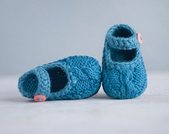 Baby booties knitting pattern - a Mary Jane style baby shoe - instant download and photo tutorial