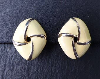 Vintage 1980s - Goldtone Cream Enamel Knot Design Clip-on Earrings