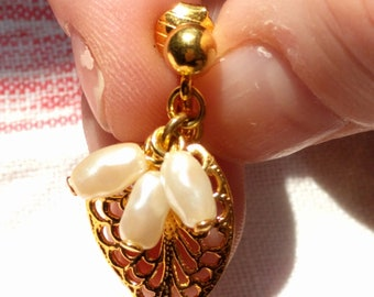 Vintage Avon Gold Plated Dangle Leaf with Fresh Water Pearls Clip On Earrings