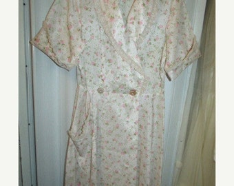 Glamour Gal Late 40s Campus Girl All Nylon Robe with Pink Roses and Rhinestone Buttons - L