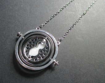 Sand timer spinning necklace in silver colour, inspired by Harry Potter, on a silver coloured chain
