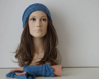 One size hat and mittens for women and teens