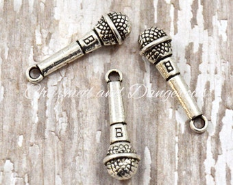 10 pewter 3D Microphone charms (CM205)
