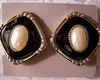 Avon Pearl Black Diamond Clip On Earrings Gold Tone Vintage Avon 1990 Fashion Classic Raised Beads
