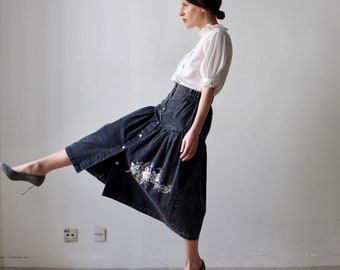 Zulu / acid black denim midi skirt / Vintage 80's / Stud and silver sequin embroidery Pearl / black Denim / high waist / size S-M