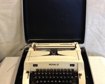 VERY VERY RARE 1968 Cream Royal Futura Manual Typewriter with Carrying Case