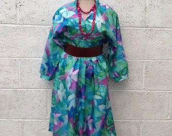 Statement vintage leaf/floral design batwing sleeve dress.