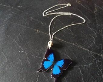 Butterfly necklace. butterfly jewelry. skull necklace. Skull jewelry. Gothic necklace. Gothic jewelry. Gothic gift. Skull pendant. Butterfly
