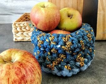 Blue small basket - crochet hook