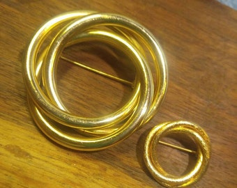 2 Goldtone Circle Pins, Interlocking Rings~ Large and Small