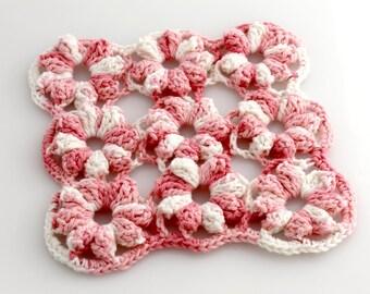 Gehäkelte Baumwolle Blumen Untersetzer. Rosa. Topfhalter.