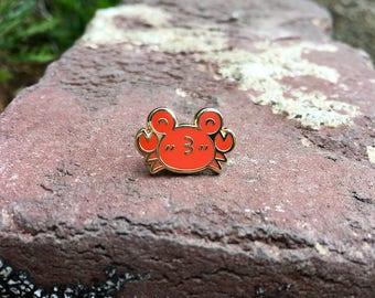 B-Grade Kissy Crab Pin