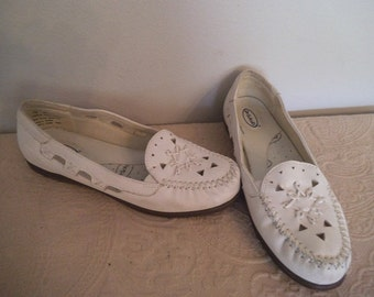 Vintage White DrScholl's Moccasins ~ Leather flats ~ Slippers Dr Scholl's Size 7 M