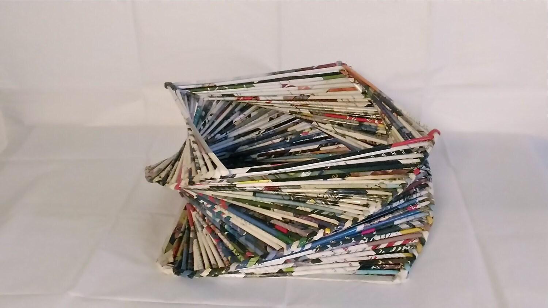 panier de papier recycl panier des pailles de journal roul. Black Bedroom Furniture Sets. Home Design Ideas