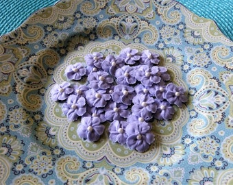"""Pretty Lilac Flowers in Royal Icing 1/2"""" - 3/4"""" ReAdY To ShIp! Decorations for your Cakes Cupcakes Cookies or CakePoPs"""