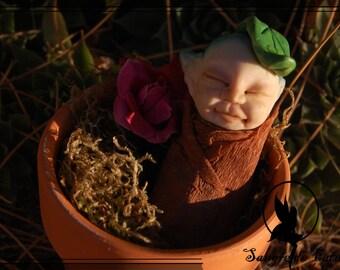 Driada bebe, brote de driada, driada en maceta, escultura hecha de arcilla polimérica,