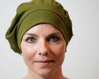 Beret for women who lose their hair because of chemotherapy, trichotillomania, alopecia and other hair problems.