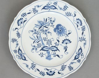 Blue Danube 10 1/3 inch dinner plate with Zwiebelmuster pattern