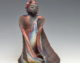 Commandes Statue de Kannon Déesse Kwan Yin dans chatoyantes et terre Raku Robe