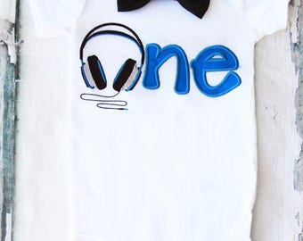 Boy first birthday music themed bow tie set Bow tie Boy First headphones Birthday Boy Cake Smash Outfit Boy 1st Birthday beats