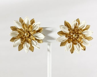 Vintage Sarah Coventry White & Gold 1960s Mod Daisy Clip On Earrings
