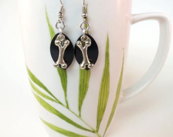 Dog Bone Scalemaille Earrings / Black Chain Maille / Animal Jewelry / Nature Drop Earrings / Charms / Fish hook / Clip On/Sterling Silver