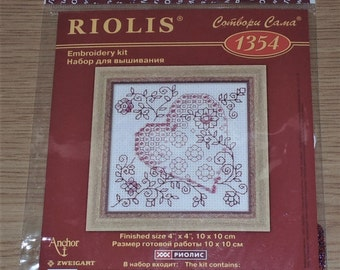 "Sealed Riolis #1354 HEART Embroidery Kit 4""x4"""