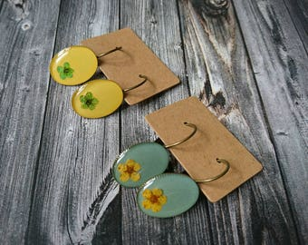 Earrings yellow or mint with a flower-resin/resin