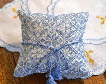 Wedding ring pillow, wedding gift, ring bearer, wedding embroidered bearer, ring pillow wedding, ring pillow linen