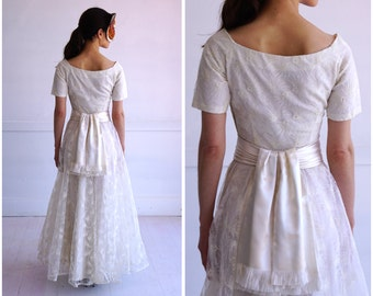 Gorgeous Vintage 50s White Floral Embroidered Tulle Floor-Length Wedding Dress with Satin Sash by Emma Domb | XS/Small