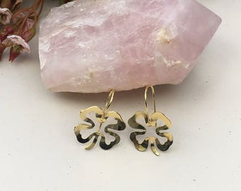 Fashionable Gold-plated clover design.