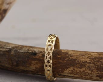 Celtic wedding band, Celtic pattern wedding ring, Celtic knot ring, Unique wedding ring, Small wedding band, Keltic band,14k solid gold band